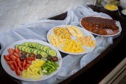 Az ŐSHAZA Vendégház reggelijeit a környékbeli és többségében Vidék Minősége - Éltető Balaton-felvidék védjegyes termelők finomságaiból állítjuk össze. (Opcionális, foglalásnál étlapot küldünk vendégeinknek.)