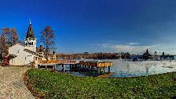 Hévízi termál tó - a világ legnagyobb biológiailag aktív, természetes termál-tava, amelyben fürdeni, gyógyulni lehet. Vize természetes módon 72 órán belül kicserélődik www.heviz.hu
