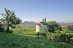 Csobánc-hegy - az ŐSHAZA Vendégháztól 35 km-re Fotók: Tourinform Tapolca, www.tourinform.hu